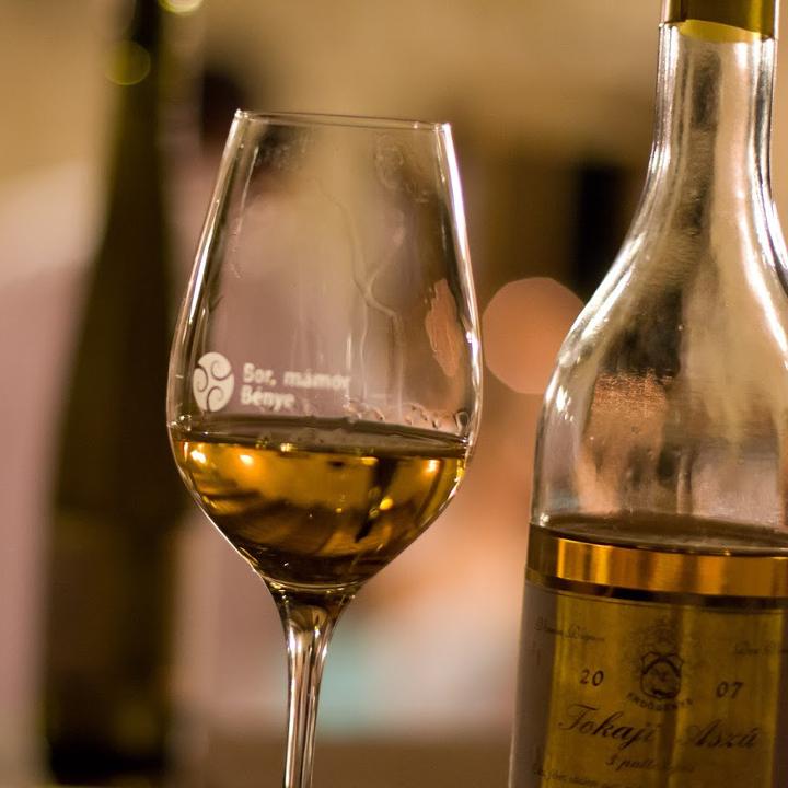 bor-mamor-benye-2016-tokaj-tokajske-vino-pohar-flasa